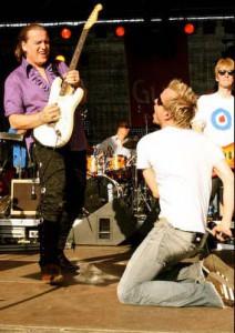 Zusammen mit Kralle, dem Sologitarrist kann Andy so richtig abrocken...und ... das tut er im ROR am liebsten! © Foto: Gerhard Rokita